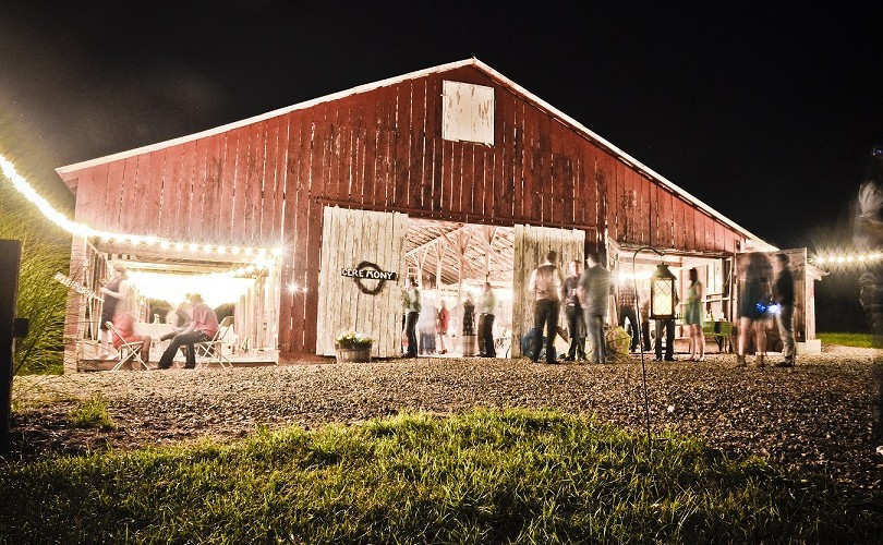 Dodson Orchards a Missouri Barn Wedding venue.